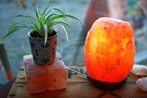 himalaya salt lamp close-up