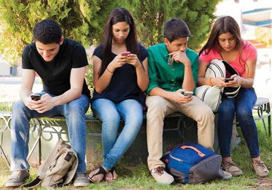 ATTN_08_18_Smartphones_School